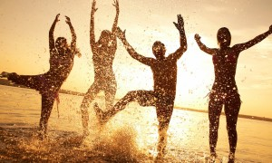 wallpaper-beach-happy-people