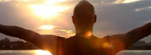 Τεχνική αυτοθεραπείας κοιτάζοντας τον ήλιο