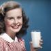 Πώς η γαλακτοκομική βιομηχανία ξεγέλασε τους ανθρώπους ότι έχουν ανάγκη το γάλα (βίντεο)