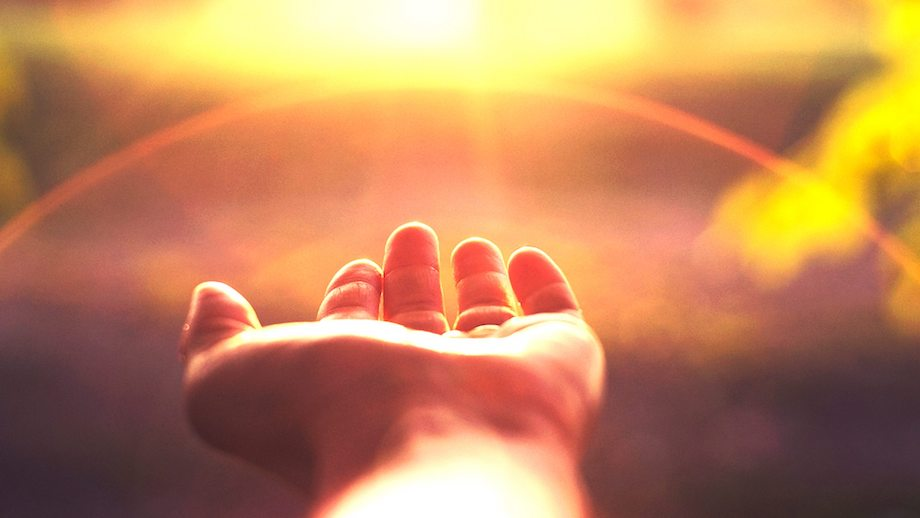 Αποτέλεσμα εικόνας για 7 τρόποι για να προσελκύσεις αυτούς που λατρεύεις στη ζωή σου