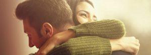 Όταν είμαστε ευτυχισμένοι αγκαλιάζουμε, όταν είμαστε δυστυχισμένοι ψωνίζουμε