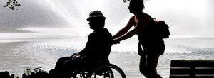 Τι συμβαίνει σε άτομα που φροντίζουν συγγενείς τους που είναι άρρωστοι;