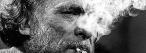 Charles Bukowski: Εγώ θα ήθελα ένα Δεκέμβρη με φώτα σβηστά κι ανθρώπους αναμμένους.