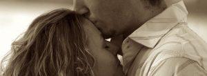 Γιατί ο σύντροφος σου σε φιλά στο μέτωπο και τι σημαίνει