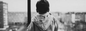 Τα παιδιά περνούν λιγότερο χρόνο σε εξωτερικό χώρο από όσο οι… φυλακισμένοι