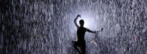 Ο Θεός δίνει μπόρες σε εκείνους που αντέχουν να χορεύουν στην καταιγίδα