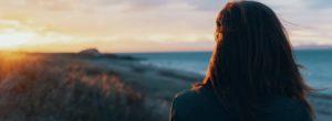 Η ομορφότερη ηλικία για μια γυναίκα αρχίζει όταν δεν περιμένει την ευτυχία από τους άλλους