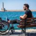 Το συγκλονιστικό διήγημα του Αντώνη Τσαπατάκη για την κοινωνία, τον ρατσισμό και τη διαφορετικότητα που συγκινεί και παραδίδει μαθήματα ζωής