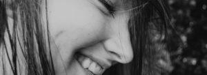 «Κι όμως, χαμογελάς, ξανά»