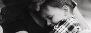 Τα 10 λεπτά αγάπης και ήρεμης αγκαλιάς προς το παιδί που γκρινιάζει